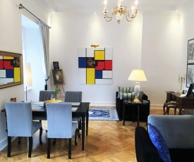 Luxury Apartments Mondrian Castle Square